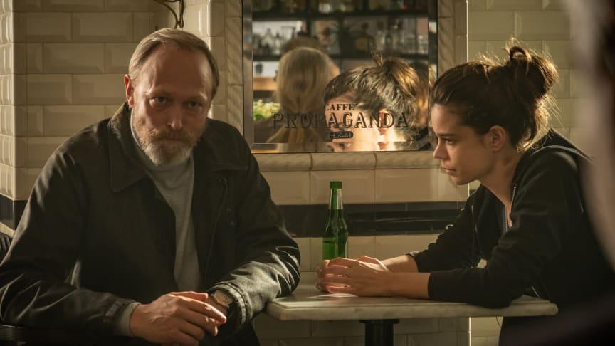 Lars Mikkelsen og Laia Costa i spændingsserien Devils, der får premiere på C More den 10. maj.