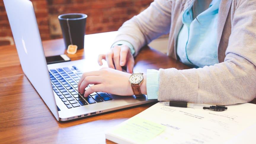 Parallellt med sina jobb studerar nu ett 20-tal handläggare från fem kommuner i Fyrbodal en online-kurs inom socialrätt för barn och unga.