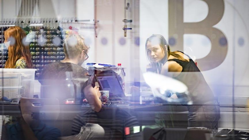 """""""Smart industri skapar en sammanhållen grupp industridoktorander som kommer att vara framtida nyckelpersoner för industriell/akademisk samverkan i Sverige"""", säger Kristina Säfsten, direktör för forskarskolan och professor vid Jönköping University."""