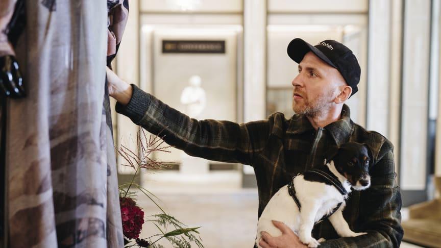 Designer Martin Bergström intar lobbyn på Grand Hôtel