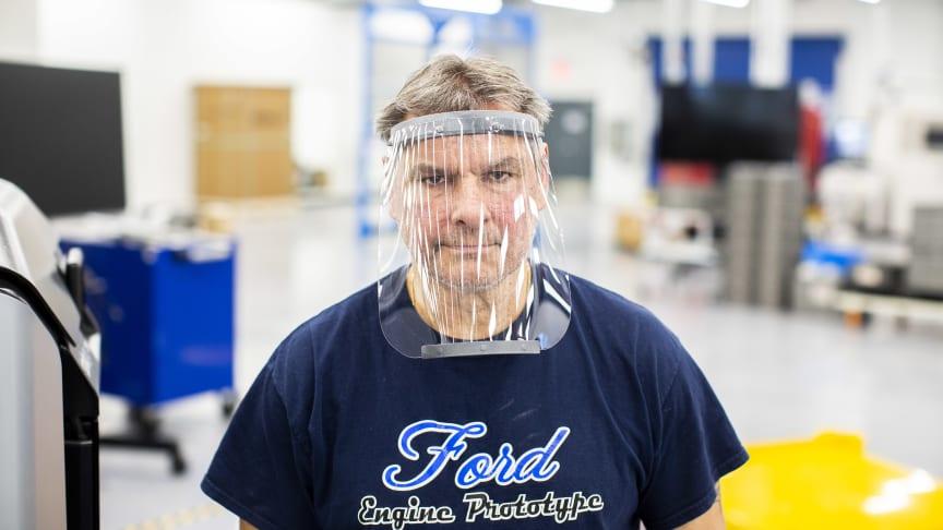 A Ford a 3M-mel, GE-vel és UAW-vel együttműködve dolgozik az egészségügyi dolgozóknak szánt légzőkészülékek és a koronavírus-fertőzöttek számára létfontosságú lélegeztetőgép gyártásának előmozdításán