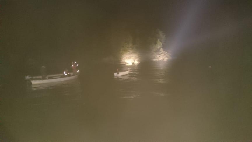 De frivilliga sjöräddarna från RS Lönnånger fick larm om en båt som låg och drev i Mellanfjärden.