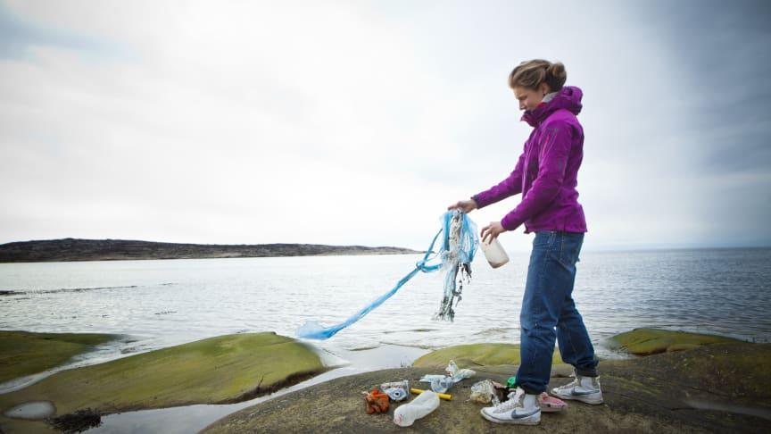 Vid beräkningar av antalet skräpföremål på stränderna har EU fastställt att 80–85 procent av det marina skräpet består av plast. Foto: Maja Kristin Nylander