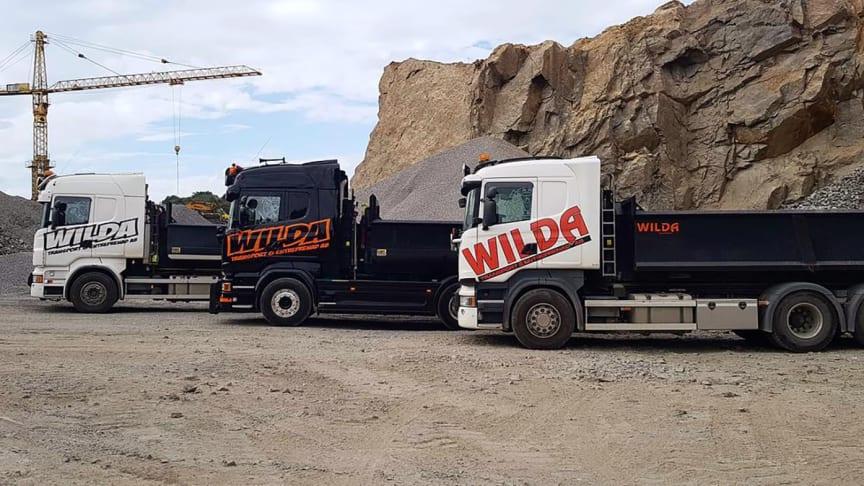 AddMobiles mobila arbetsorder kommer bidra till fler effektiva transporter för Wilda, här på plats på Granlunds grus för att hämta material. Foto: Wilda AB