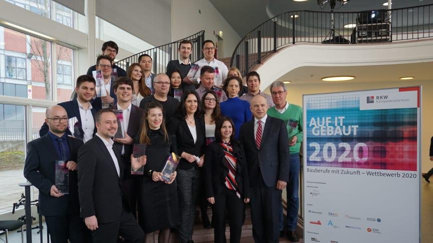 """Die diesjährigen Preisträgerinnen und -träger des Wettbewerbs """"Auf IT gebaut"""". (Copyright: Ed. Züblin AG)"""