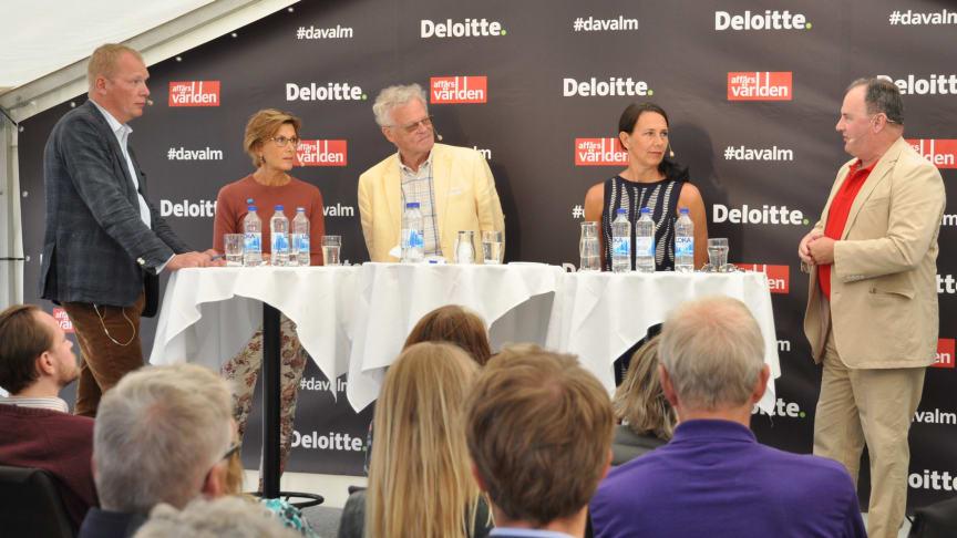 Från vänster: Nina Wenning, vd för Bankomat, Björn Eriksson, styrelseordförande för SäkerhetsBranschen, Annika Winsth, chefekonom på Nordea och Henry Ohlsson, vice riksbankschef.