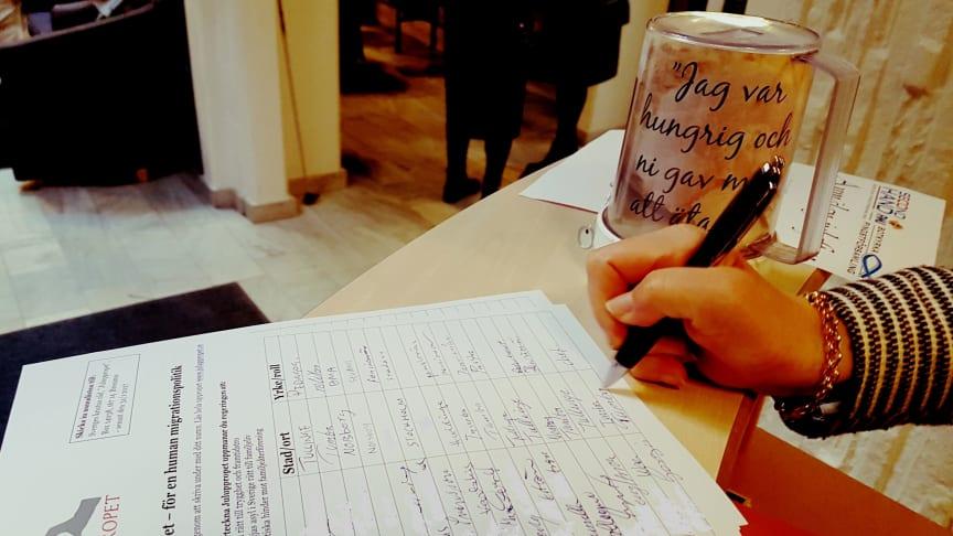 Många har skrivit under de namnlistor som legat utplacerade i kyrkor.