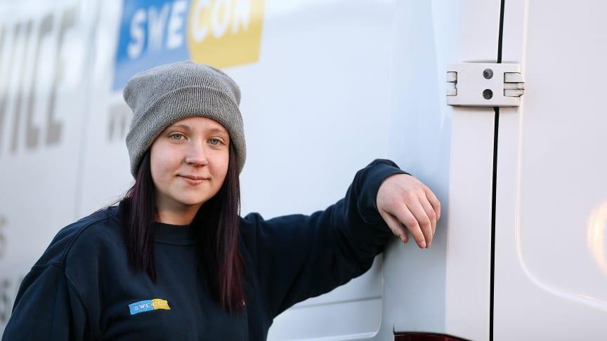 Tjugoåriga Jessica fick jobb som servicetekniker direkt efter gymnasiet