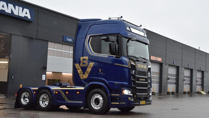 Søren Brædder er officielt ejeren af Scania Danmarks V8 Limited Edition serie nr. 1.