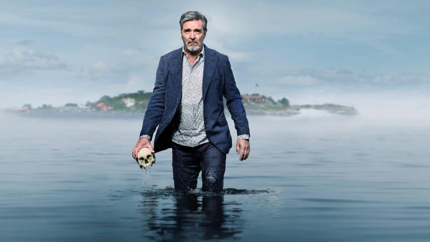 Den prisbelønnede skuespiller Kjell Bergqvist spiller titelrollen i C Mores nye krimiserie Bäckström