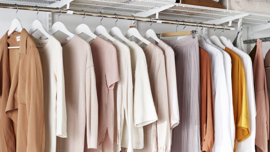 Elfa järjestää käyttämättömät vaatteesi, jotka vievät tilaa vaatekaapissasi