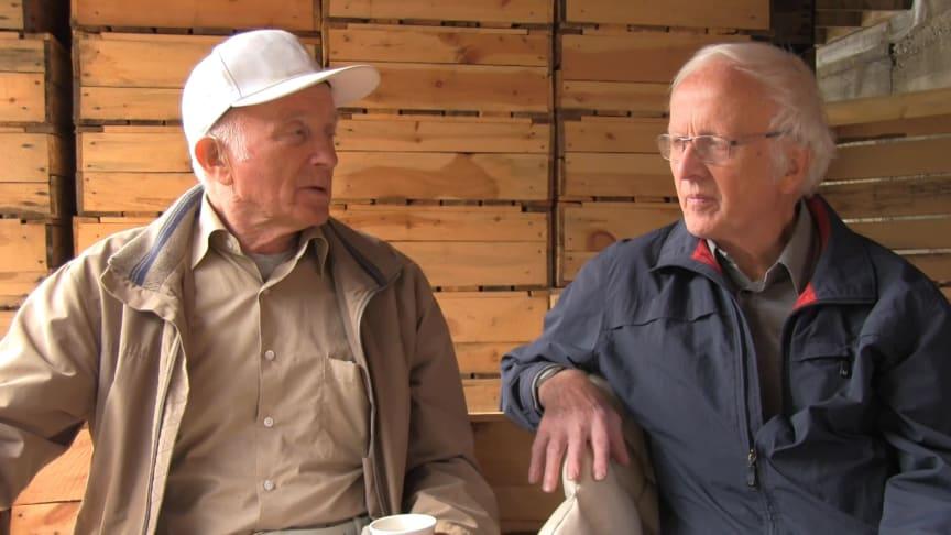 Intervju med Arne Gjengedal og Sivert Aa som spikra sildekassar i Hyen på 50-talet.