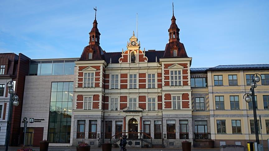 Gruppledarna för samtliga sju partier i Kristianstads fullmäktige har undertecknat en överenskommelse om samverkan för att möta coronakrisen, I överenskommelsen ingår ett antal konkreta punkter och veckovisa sammankomster.