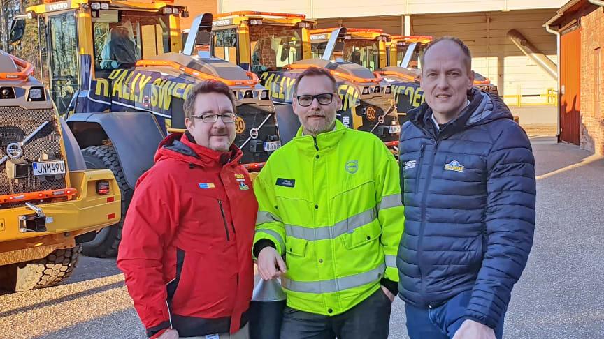 Fredrik Rigö från Swecon och Mikael Liljestrand från Volvo CE i Arvika tillsammans med Rally Swedens vd Glenn Olsson.