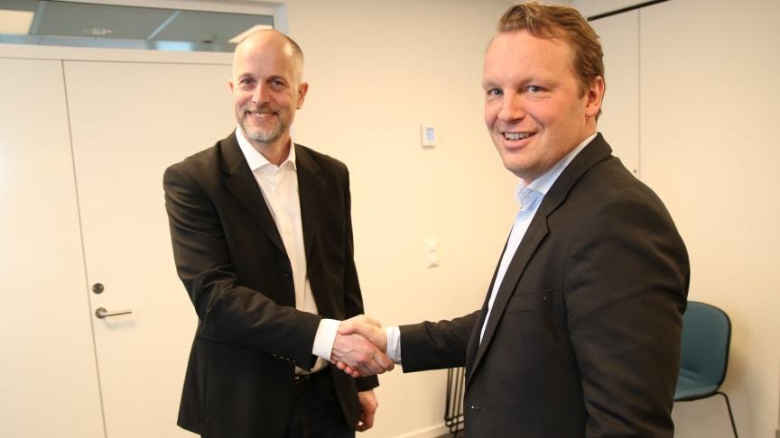 Avdelingsdirektør Gunnar Wedde i Oslo kommune og direktør for bedriftsmarkedet i Telia Norge, Jon Christian Hillestad, er godt fornøyd med avtalen.