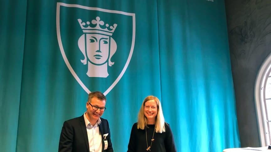 Hotelldirektör Björn Callin tillsammans med Stockholm Stads Miljöborgarråd Katarina Luhr (MP)