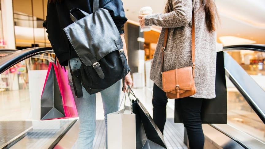 Julhandeln kan leda till ekonomisk baksmälla för tusentals svenskar – unga vuxna särskilt utsatta