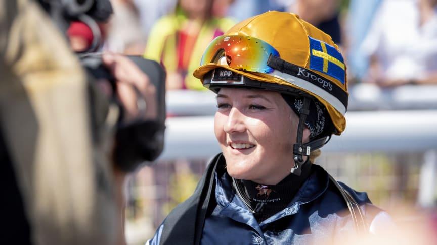 Josefin Landgren under 2019 års Women Jockeys' World Cup på Bro Park. Foto: Elina Björklund/Svensk Galopp