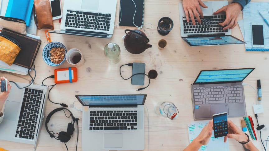 """""""Teknologi giver os en masse fantastiske muligheder i hverdagen, men den kan også være årsag til mange udfordringer og frustrationer. Det vil vi i Elgiganten gerne være med til at afhjælpe,"""" siger adm. direktør Peder Stedal."""