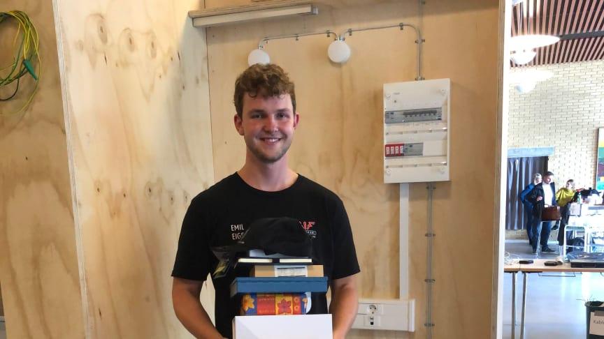 Emil efter sin sejr ved regionsmesterskabet for elektrikerlærlinge