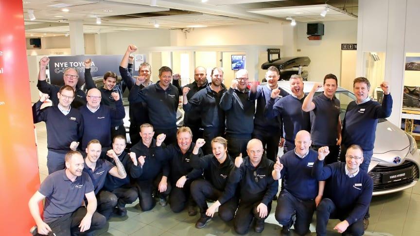 Ansatte i Funnemark Larvik var svært glade for å vinne utmerkelsen for beste Toyota-forhandler i 2019