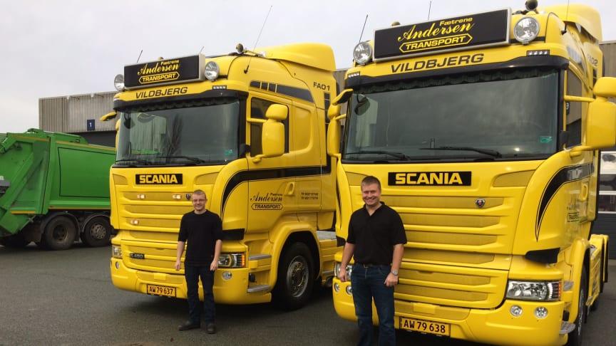 De nyetablerede vognmænd, fætrene Ken Desideriussen Andersen og Allan Kvist Andersen, foran deres nye Scania R 450.