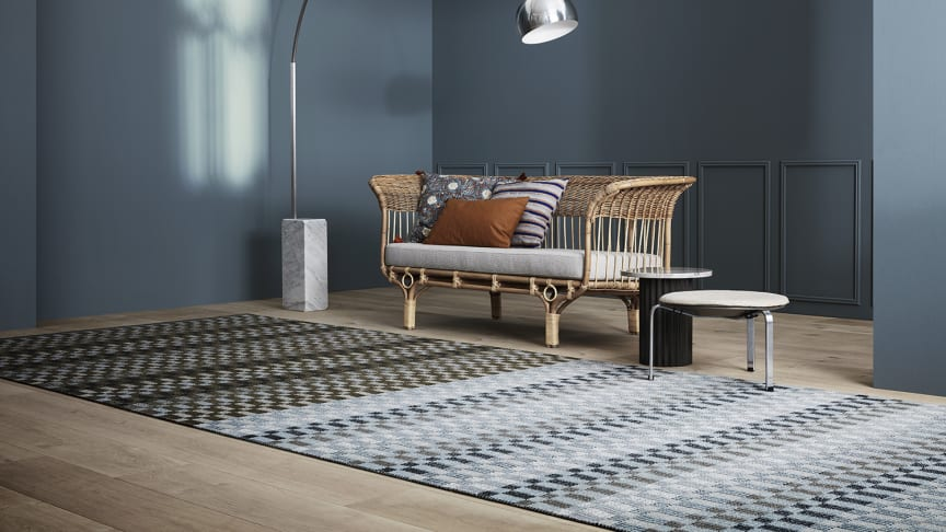 Poetry is one of the rugs in the collection, and just like the name of the collection, a lot of Poetry's allure lies in the transitions of the colors, where the yarn is woven together, tone by tone.