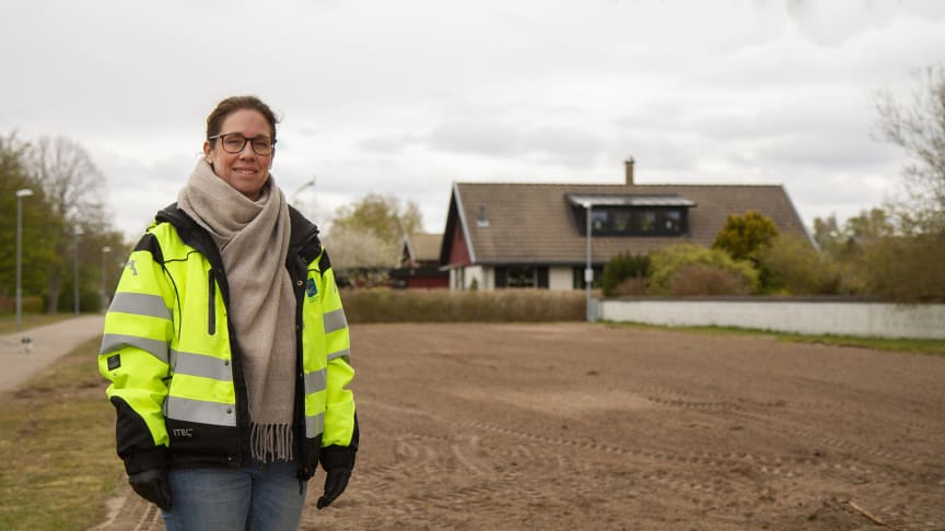 Parkingenjör Annica Jörgensen har utrett och planerat lämpliga försöksområden där ängar kan anläggas.