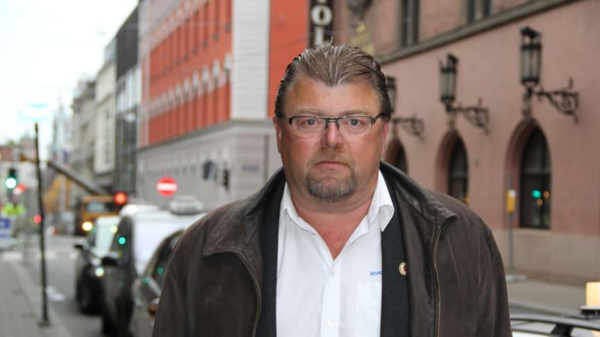 Det er ikke i publikums interesse at et døgnåpent kollektivtilbud fjernes, sier leder i Norges Taxiforbund, Øystein Trevland.