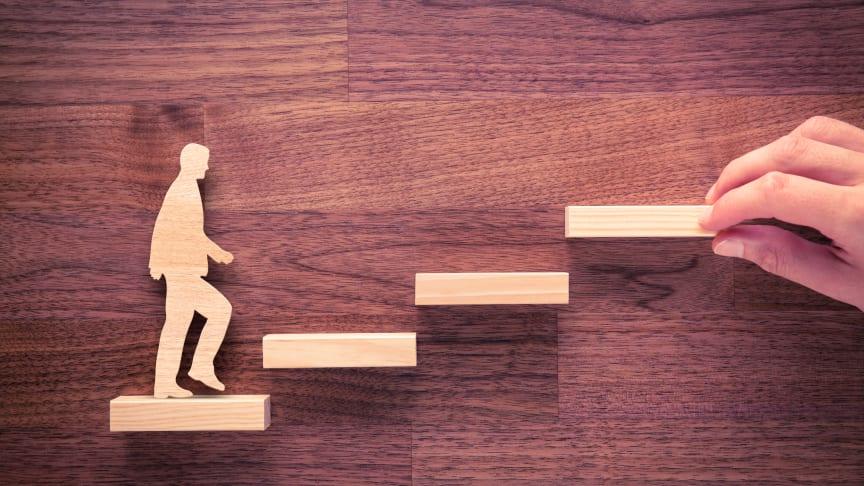 Virksomheder kan få støtte til at omskole medarbejdere, som er nedslidte