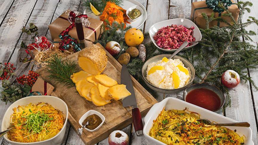 Gravad lättrökt morot, Griljerad kålrot, Krämig vegetarisk Jansson med kapris och andra vegetariska varianter av traditionell julmat för professionella kockar från Aviko Norden.