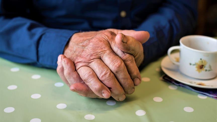 Diakonins månad 2018 fokuserar på ohälsa bland äldre. Foto: Gustaf Hellsing/Ikon.