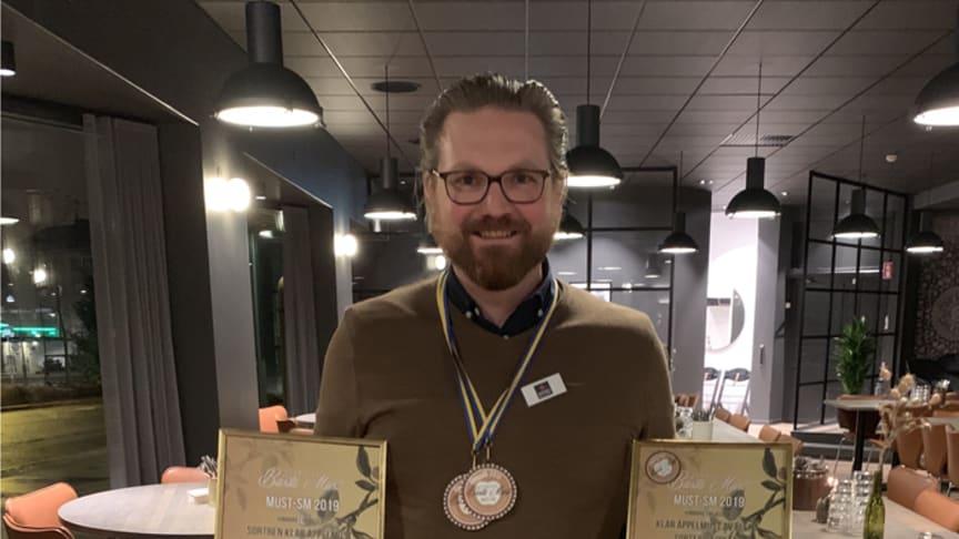 Mikael Adolfsson, produktchef och sommelier på Kiviks Musteri, stolt vinnare i Must SM