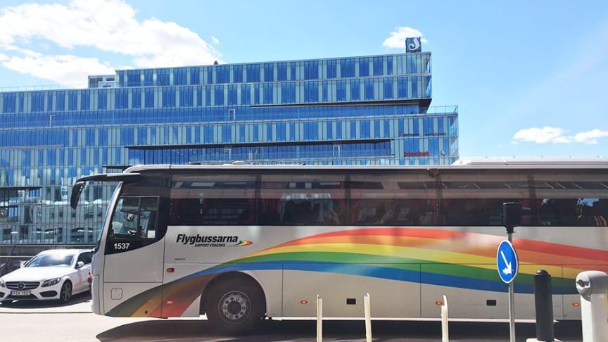 Flygbussarnas kunder är nöjda med sin resa till och från flygplatsen.