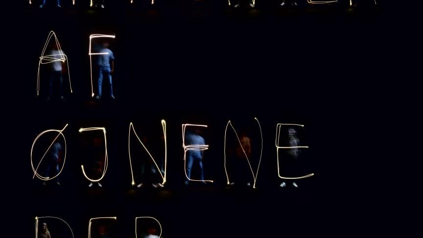 """Titelplakaten på udstillingen """"Alt afhænger af øjet der ser"""" der kan opleves under Lanterne Festival 2020."""