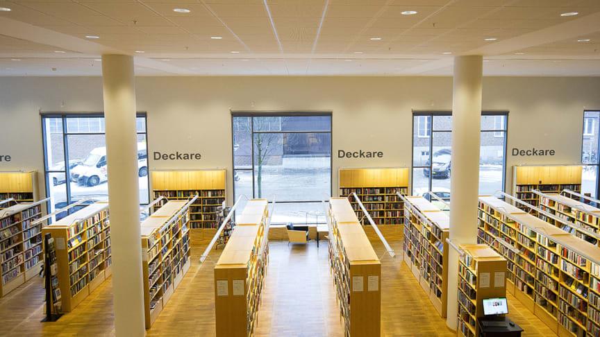 Hässleholms stadsbibliotek erbjuder hemkörning till riskgrupper under coronakrisen. Foto: Peter Sandgren
