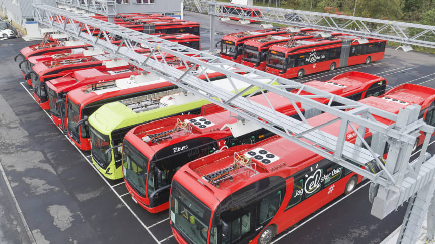 Elbusser fra Nobina, Norgesbuss og Unibuss på Nordens største ladeanlegg for elbuss i Strømsveien.