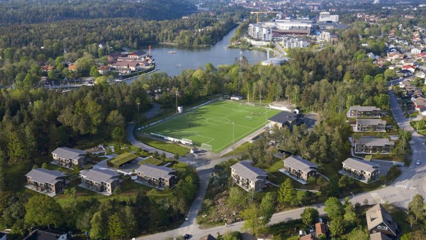 Intill Nysätra IP i Trollhättan norr om Göteborg planerar Riksbyggen att bygga ljusa och moderna lägenheter i tio tvåplanshus.