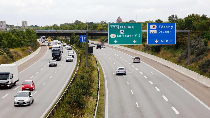 Ungefär 80% av all persontrafik och allt transporterat gods är vägtrafik