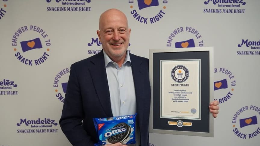 Dirk Van de Put, Chairman and CEO, Mondelēz International with the GUINNESS WORLD RECORDS Certificate