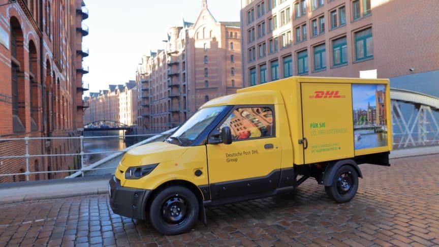 Deutsche Post DHL Group vil blandt andet bruge grønne energikilder som fx elektriske køretøjer ved afhentning og levering af pakker for at kunne halvere sin CO2-udledning.