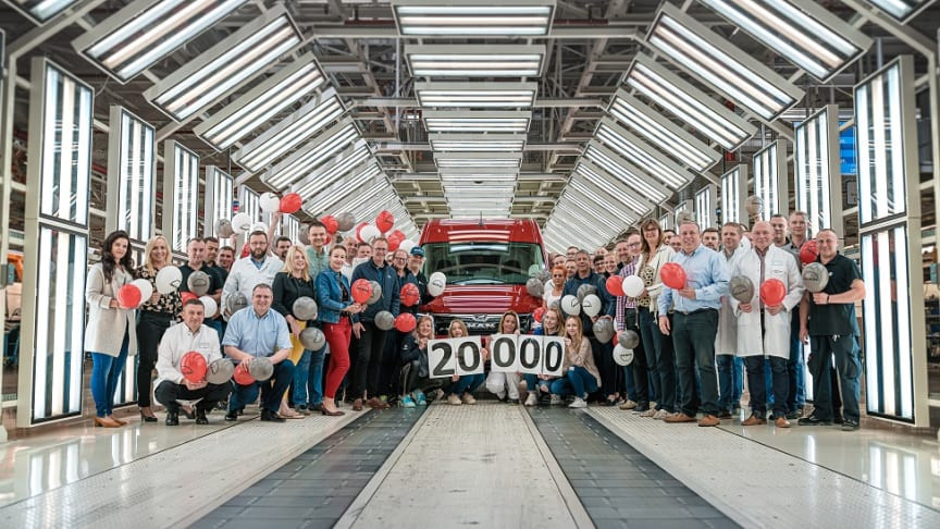 Et stolt MAN TGE team i Polen fejrer successen med varebil nummer 20.000