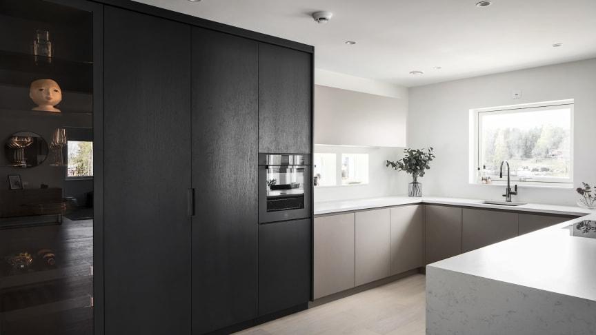 Silestone® Lagoon 2 cm polerad: arbetsytor i hela köket