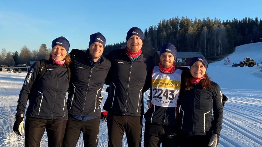 Teknikprodukters stafettlag, från vänster: Åsa Svensson, Filip Hellquist, Per Alfredsson, Erik Söderman och Eleanor Söderlind.