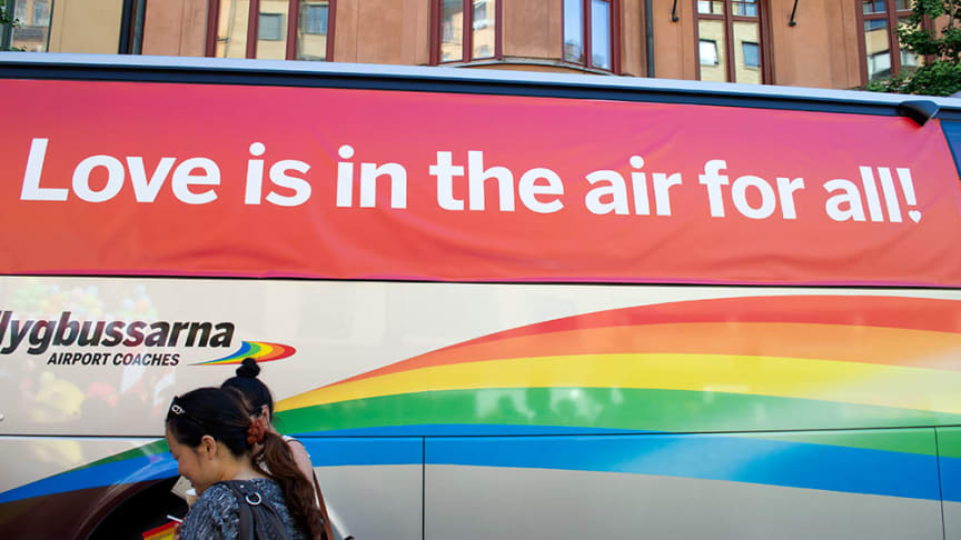 Love is in the air for all - Flygbussarna på Stockholm Pride