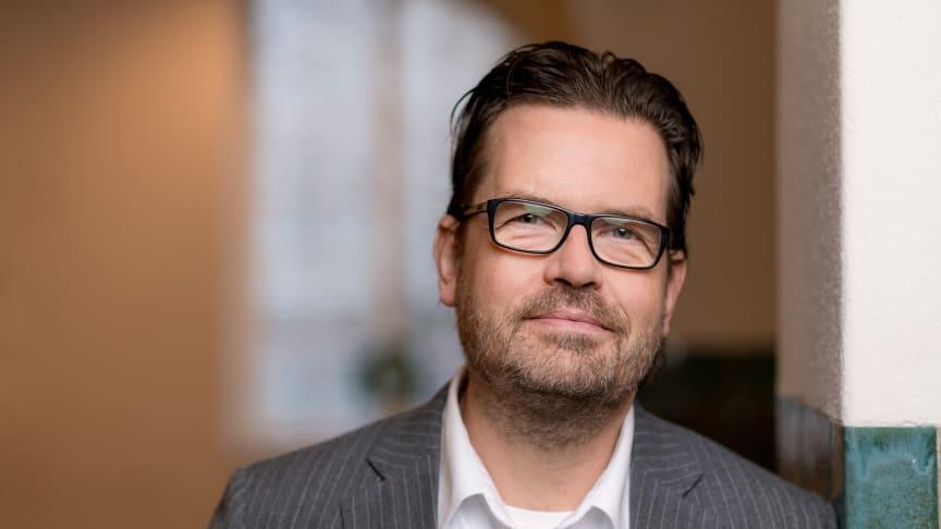 """""""Beskedet har mottagits väl av marknaden, där kreditanalyserna pekar på en ökad sannolikhet för en höjd rating."""" säger Mikael Andersson, Humlegårdens finanschef."""