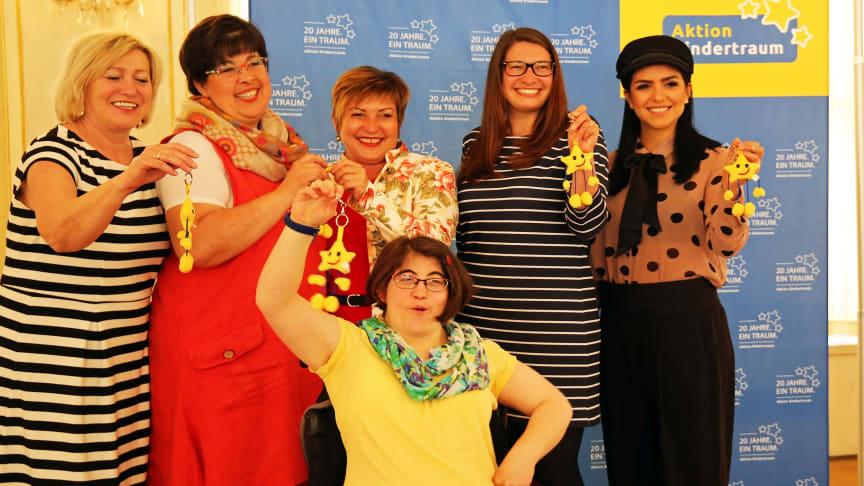 Aktion Kindertraum 2018 - Veranstalter, Unterstützte sowie (r.) Jessica Lange (Moderatorin KIKA LIVE)