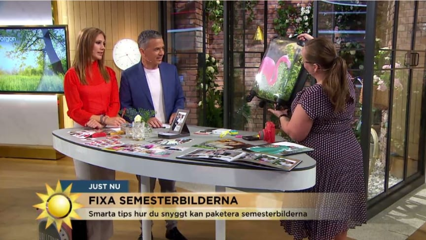 Åsa Wallenrud visar upp nyheten från smartphoto - kabinväska med foto. Foto: TV4 nyhetsmorgon