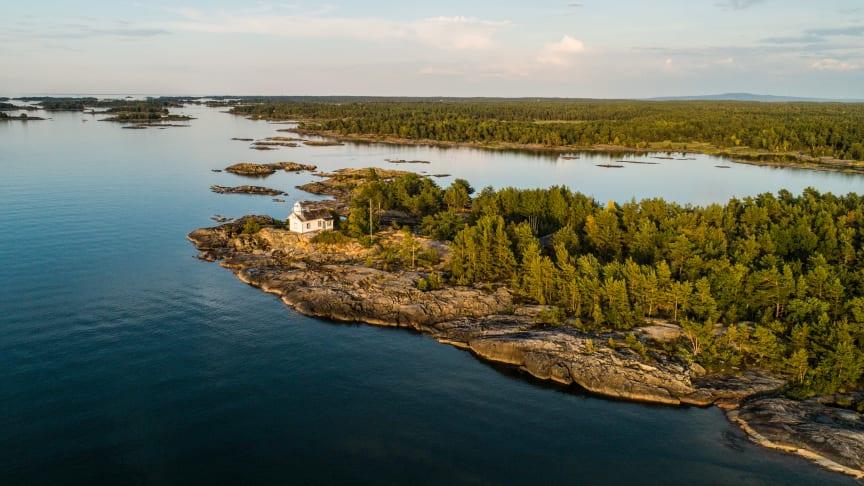 Navens fyr i Kållandsö skärgård utanför Lidköping. Foto: Linnéa Gustafsson