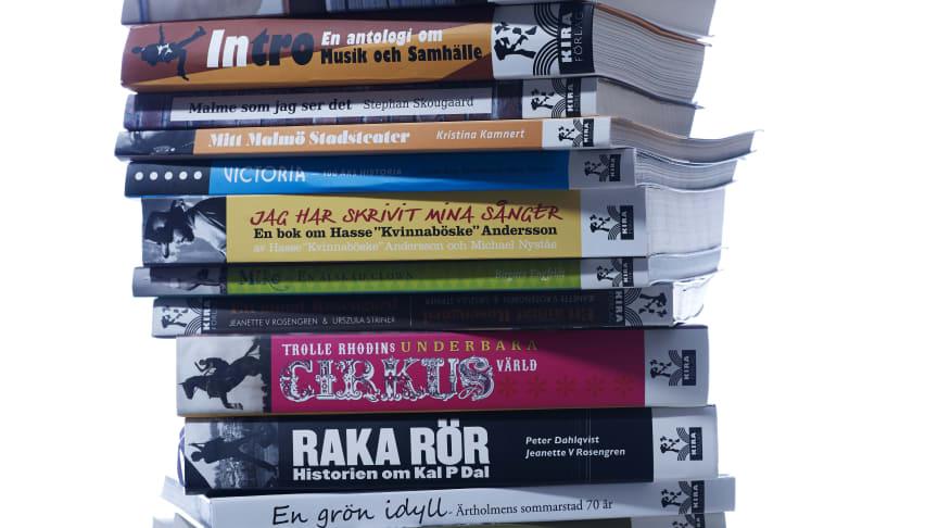 Kira förlag kör ut bokbeställningar till kunder i Malmö